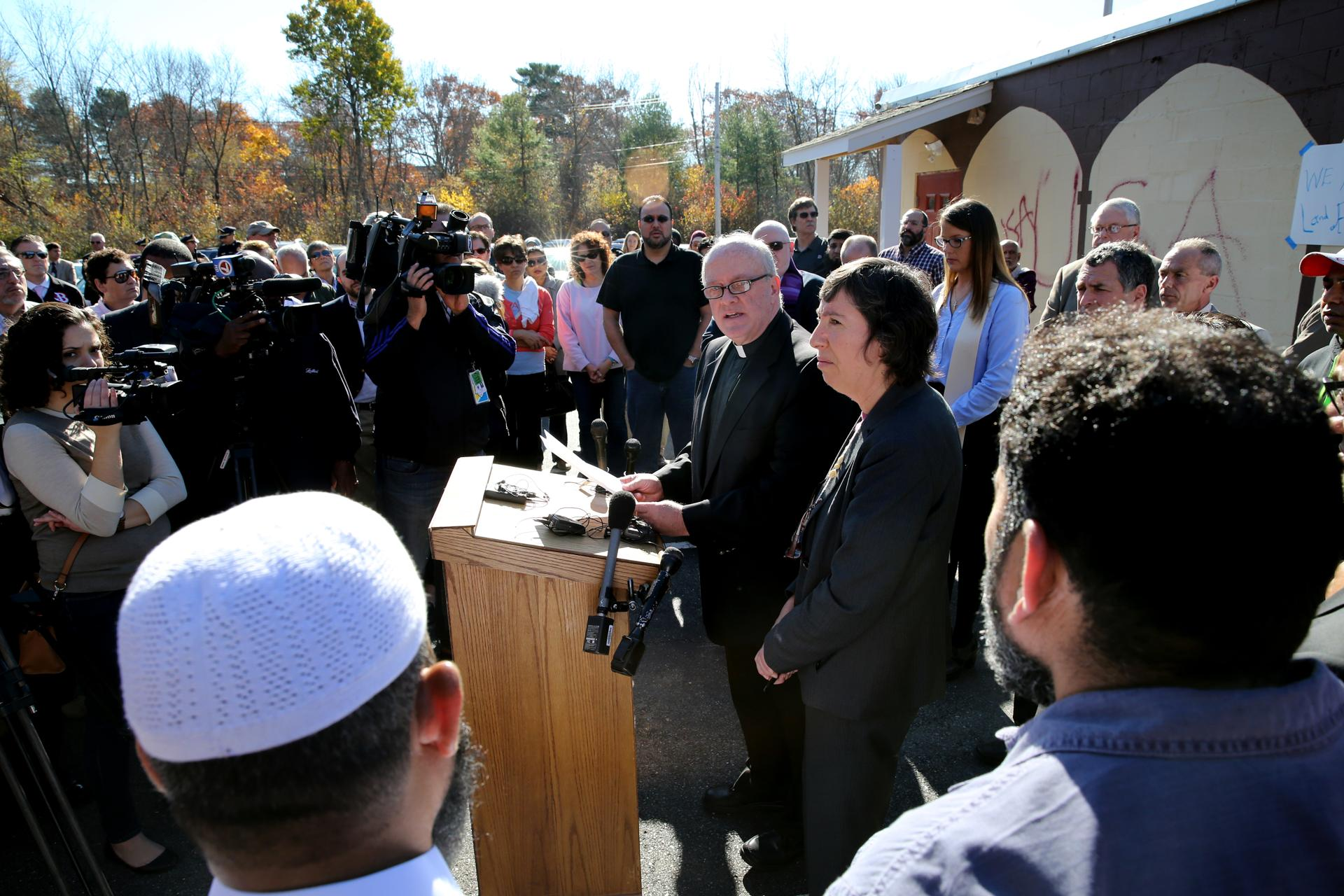 muslim community holds interfaith event to re tag burlington father frank silva pastor at saint margaret parish and rabbi susan abramson of
